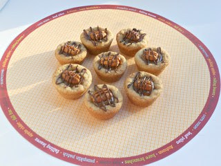 Turtle Cookie Cups from Hezzi-D's Books and Cooks