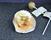Champagne Cupcakes are fun and super tasty!