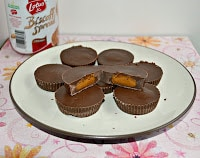 Cookie Butter Cups filled with Biscoff Spread