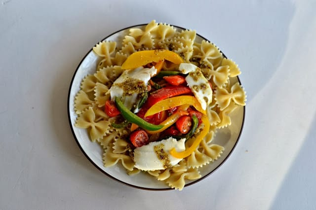 Peppers, tomatoes, and fresh mozzarella pasta with Basil Garlic Butter #giveaway