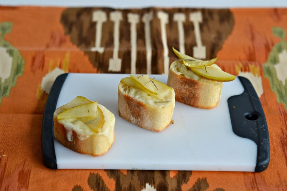 Easy and Delicious Crostin with Pears, Brie, and Honey
