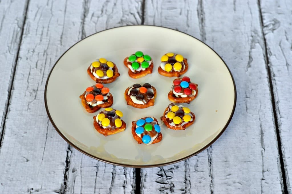 Easy Spring Flower Chocolate Pretzels