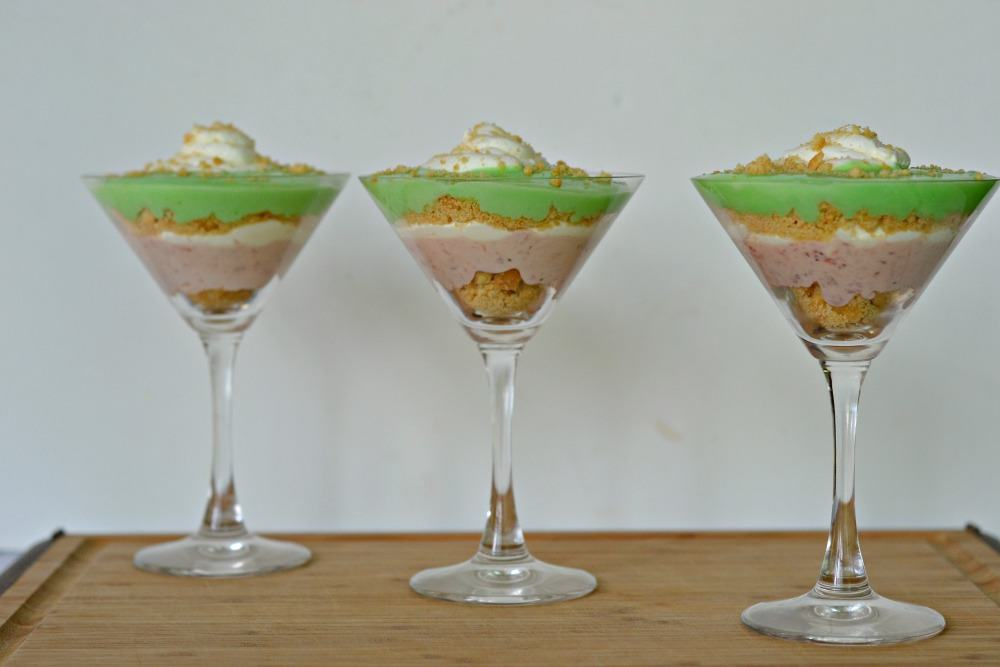 Strawberry Margarita Parfaits are a delicious no bake summer dessert! #FWCon