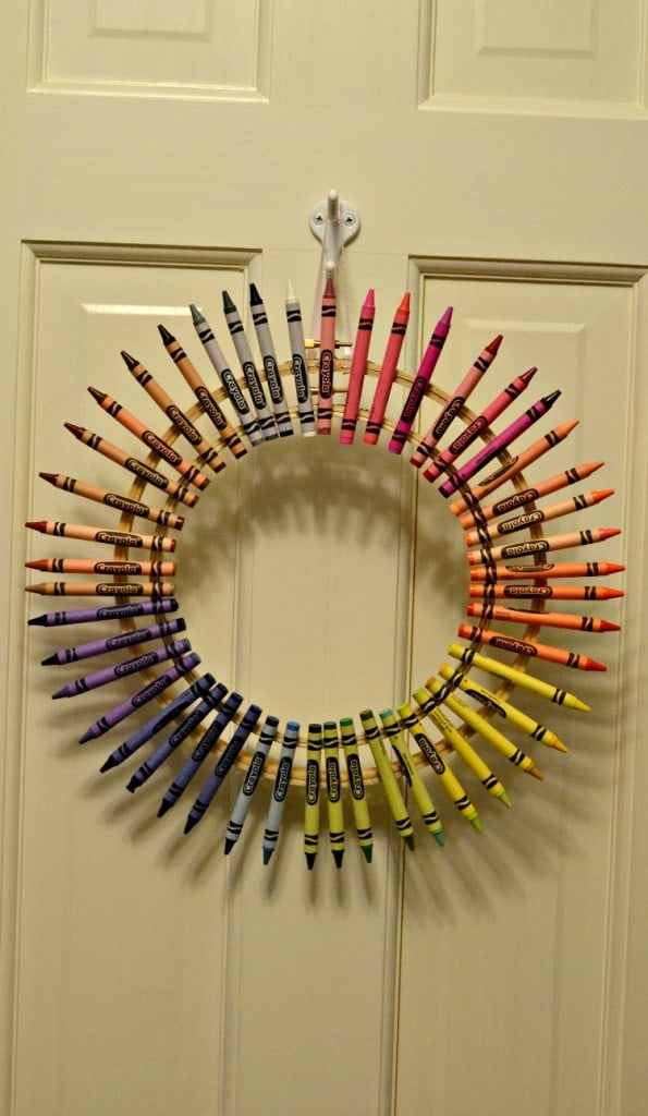 This colorful crayon wreath would make a fabulous gift for any teacher!