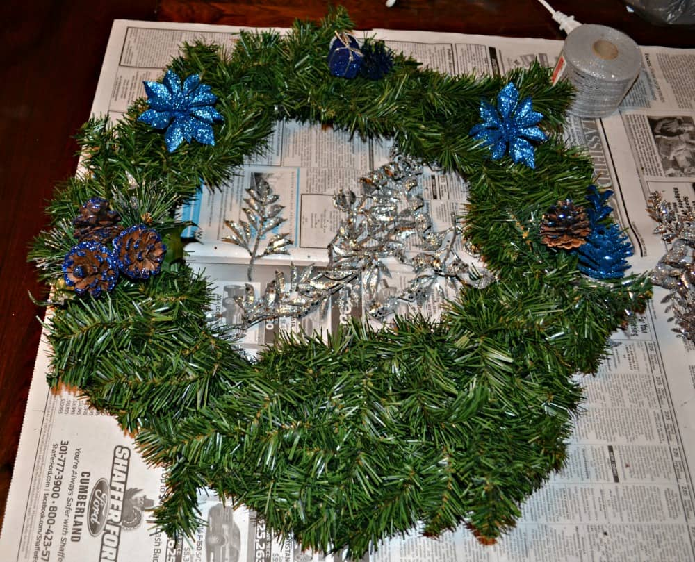 Create your own Christmas Wreath!
