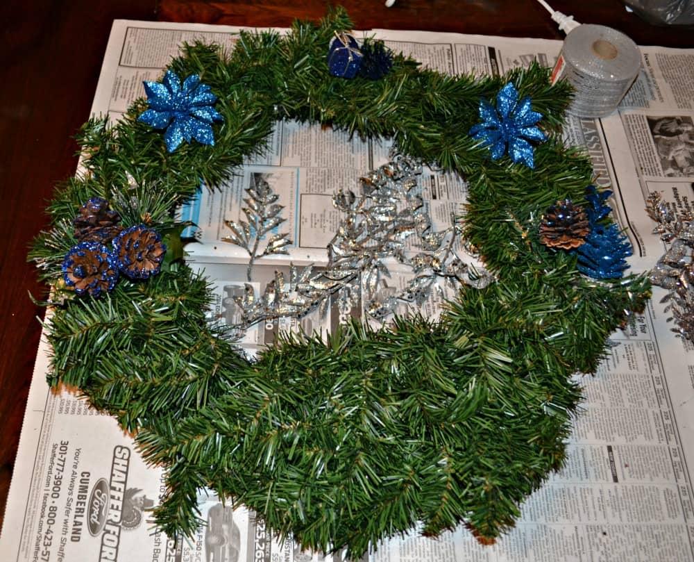 Create your own Christmas Wreath!