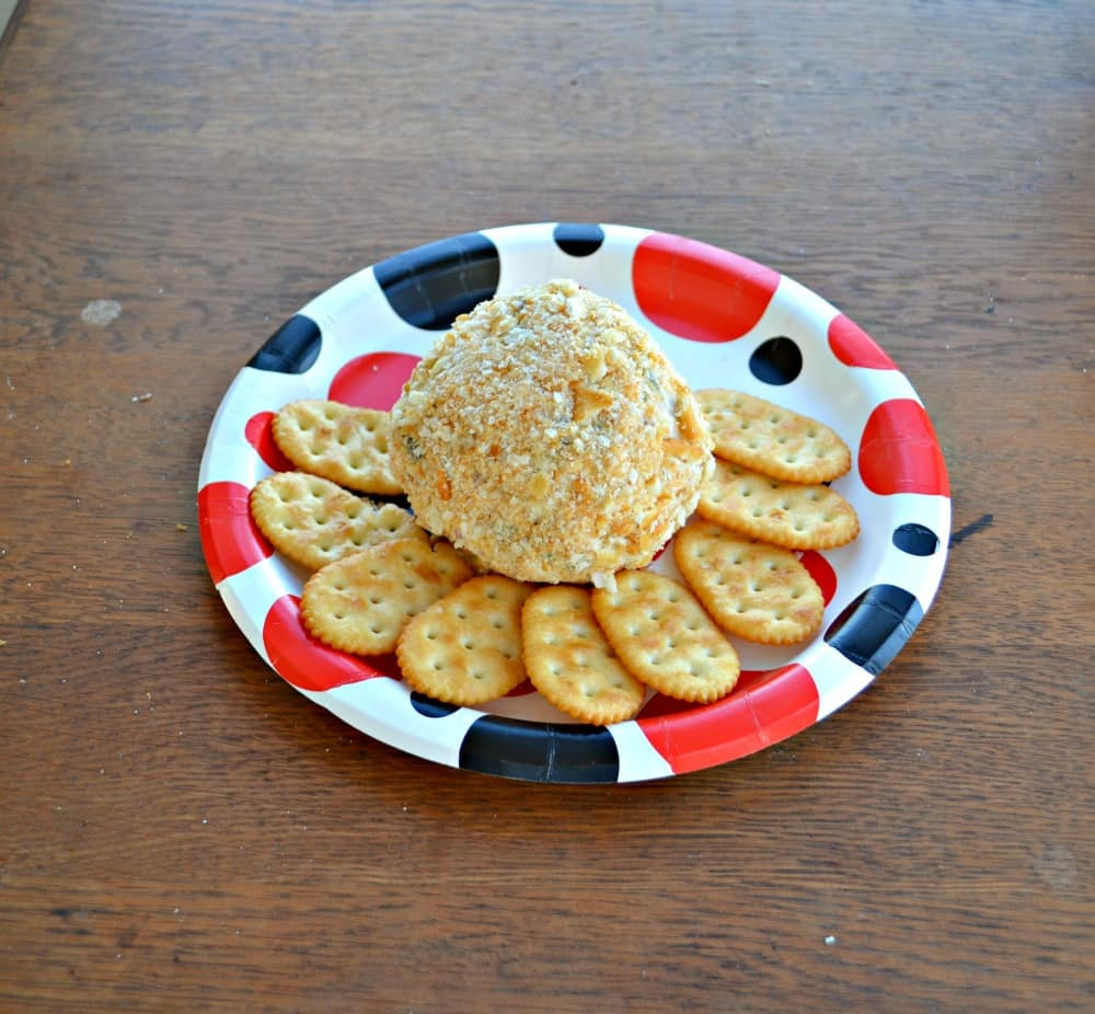 An easy and delicious Homemade Jalapeno Bacon Cheddar Cheese Ball