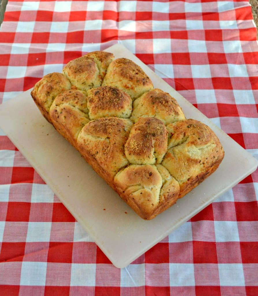 Garlic Bubble Bread is a great new way to eat garlic bread with fun pull apart ease!