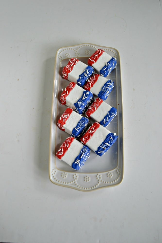 Red, White, and Blue Chocolate Covered Marshmallows are easy to make and taste delicious!