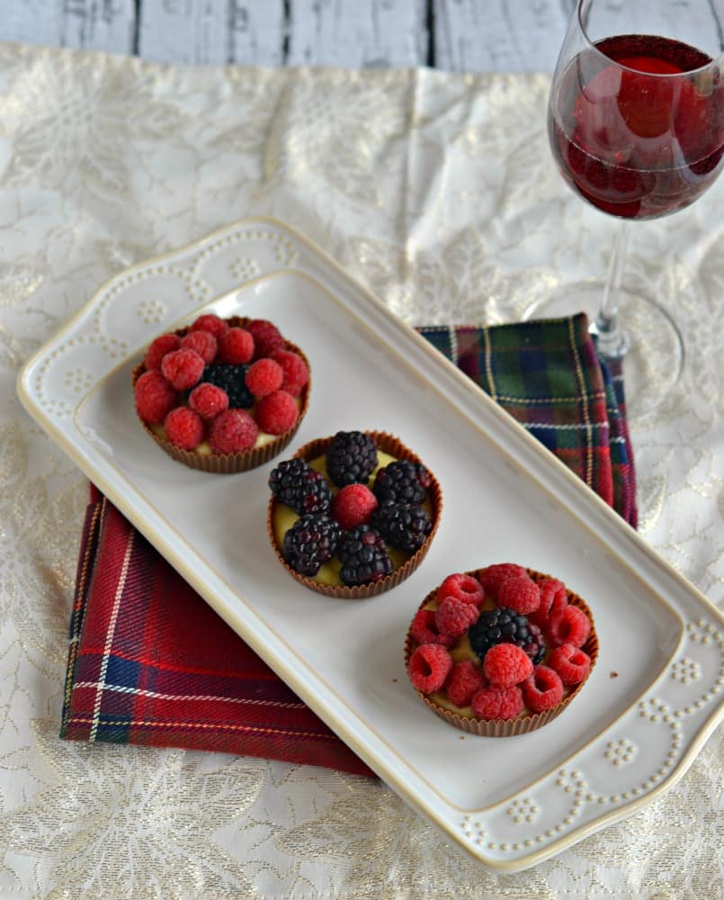 Looking for an elegant dessert? Try this delicious Chocolate Cup with Cinnamon Pastry Cream and Berries paired with Gallo Family Vineyards Wine