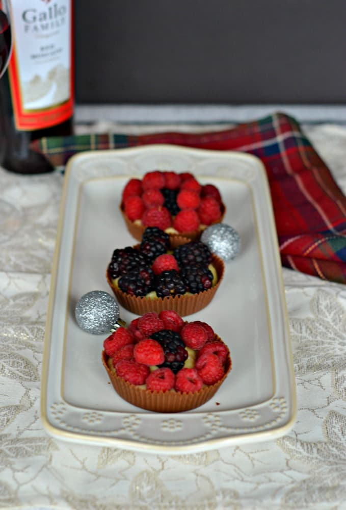 Having a dinner party? Serve these fun Chocolate Cups with Cinnamon Pastry Cream and Berries