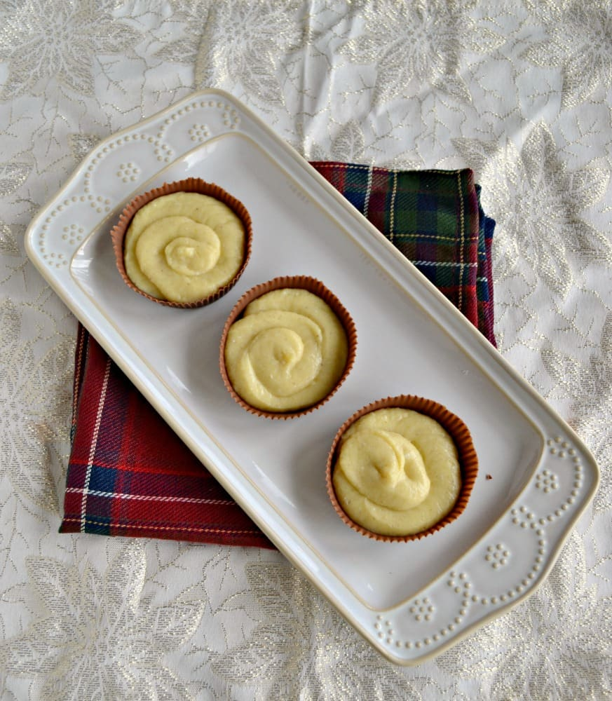 Chocolate Cups Filled with Cinnamon Pastry Cream