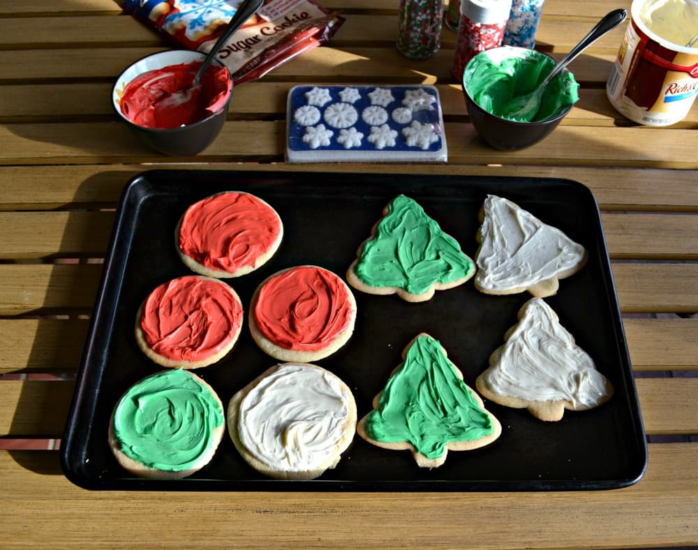 Decorate Betty Crocker Sugar COokies with Betty Crocker Frosting!
