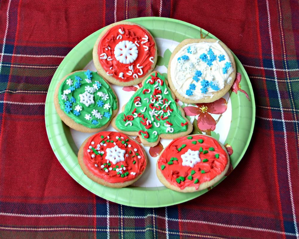 Make beautiful decorated sugar cookies for Christmas with Betty Crocker