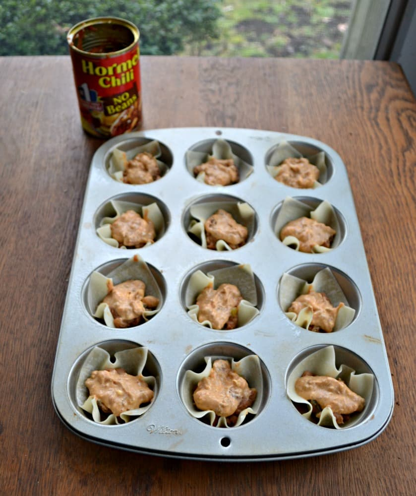 Love chili cheese dip but hate the mess? Make them portable with these Chili Cheese Bean Dip Cups!