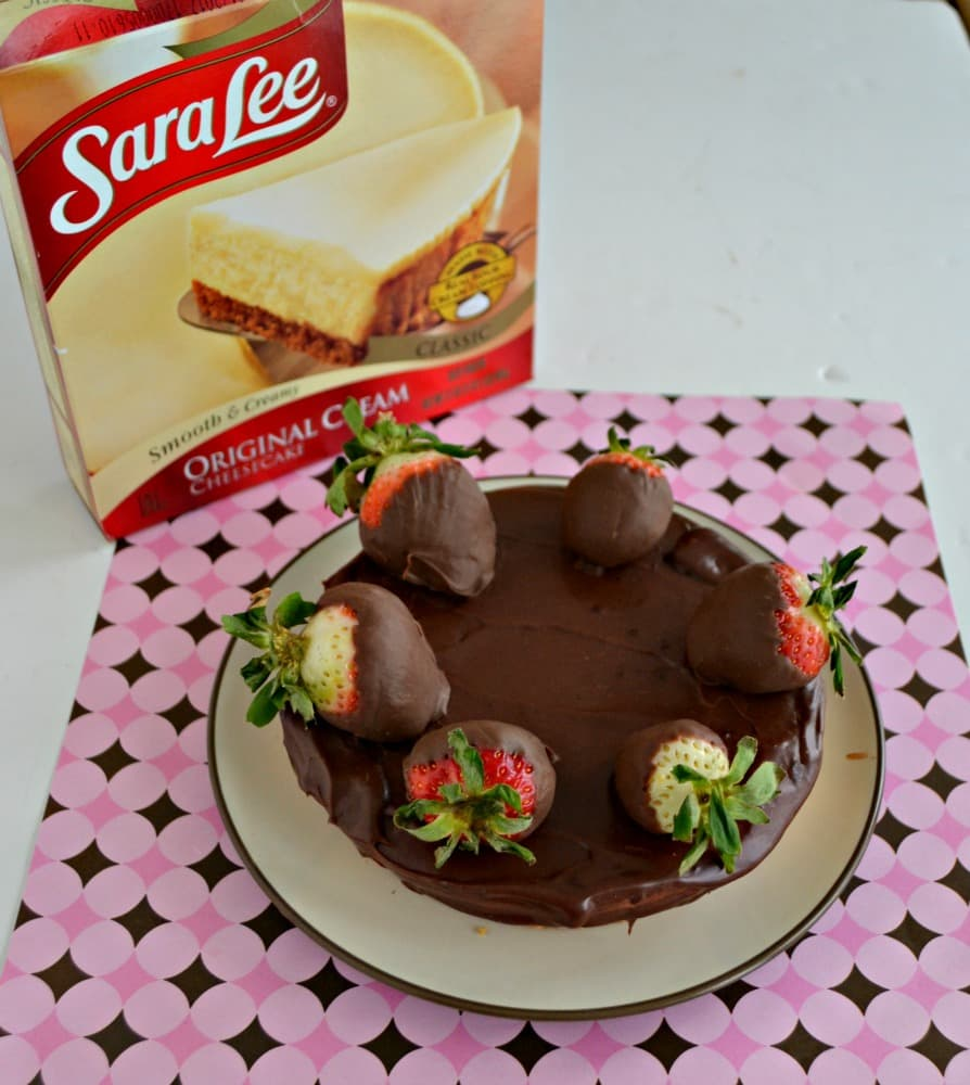 This Chocolate Covered Strawberry Cheesecake is a show stopper!