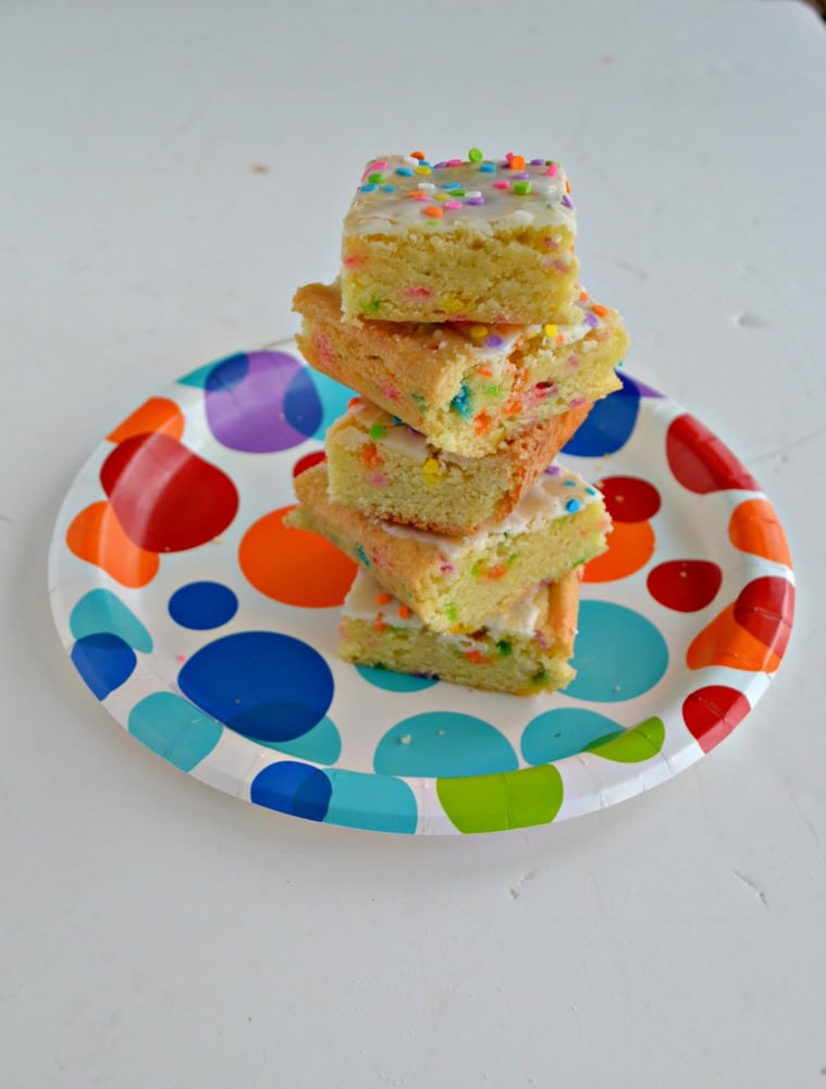 Love sprinkles? These Funfetti Cookie Bars are perfect for all occasions!