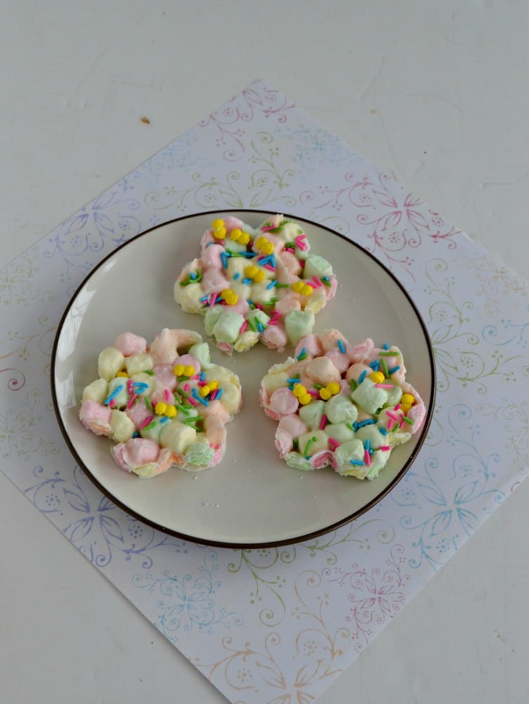 Make these super cute flower shaped Marshmallow Easter Eggs in just minutes!