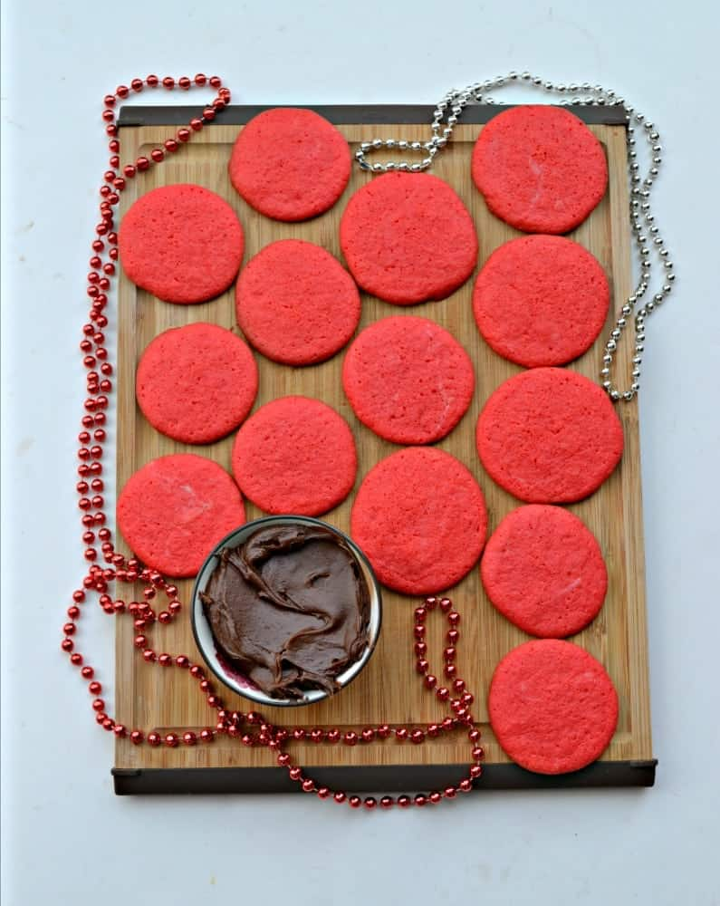 Check out these red sandwich cookies filled with chocolate!