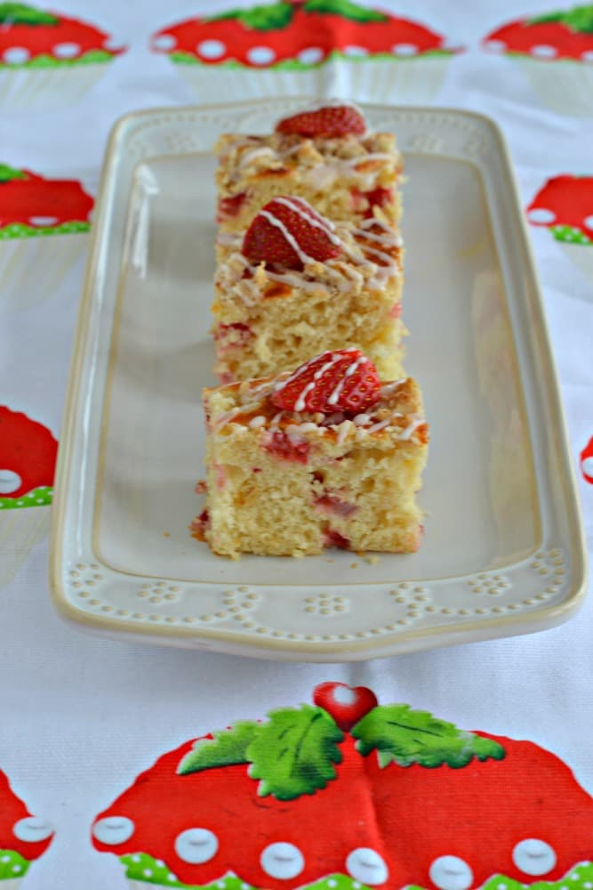 I'd love a slice of this healthy and delicious Strawberry Coffee Cake made with Greek Yogurt