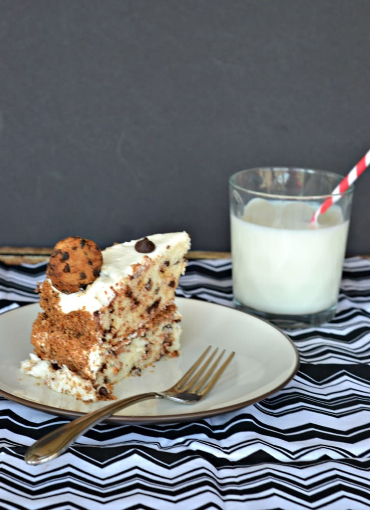 Grab a fork and take a bit out of this amazing Milk and Cookies Cake!