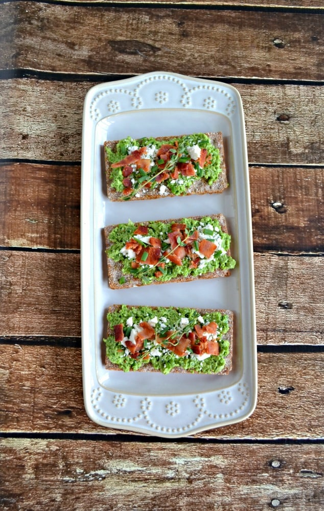 Need a healthy snack? Try this fresh Spring Pea and Green Onion Crostini recipe