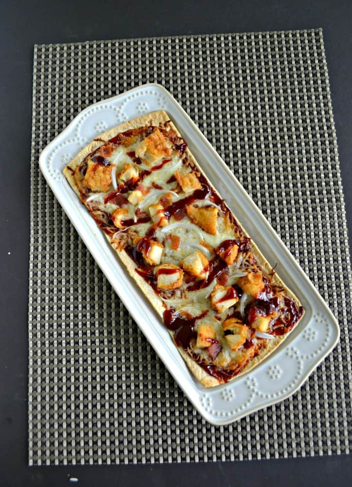 Grab a flatbread and make this tasty BBQ Chicken Flatbread Pizza!