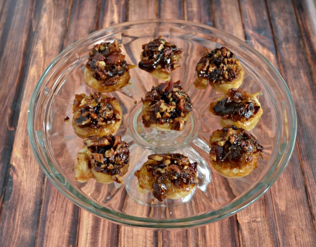 You might need to make more then one batch of these mouthwatering Bacon Pecan Sticky Buns!