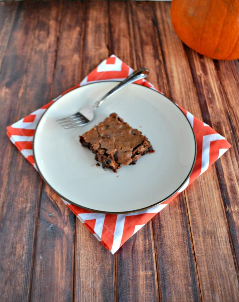 Take that leftover Halloween candy and make these Fudgy Candy Brownies!