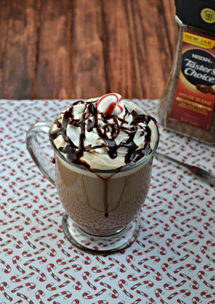 Love cofffe shop drinks? Make your own Peppermint Mocha Latte in home in just 5 minutes!