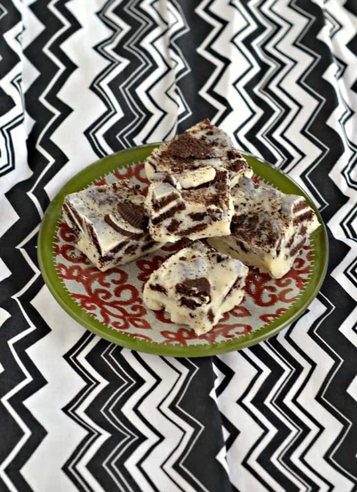 Looking for an easy and delicious dessert? Try this 3 ingredient OREO Fudge!