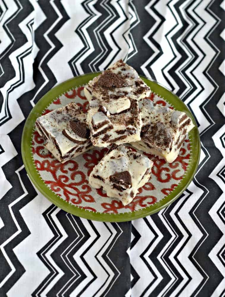 Looking for a delicious and simple dessert? Try this tasty 3 Ingredient OREO Fudge!