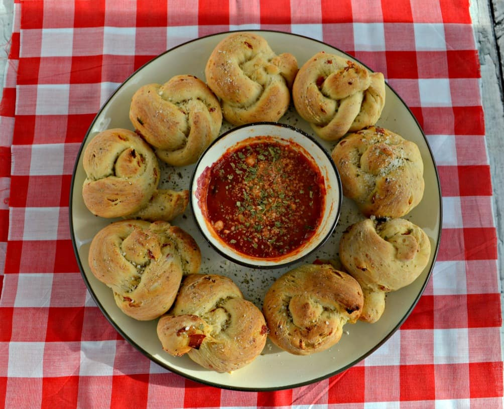 Looking for a great after school snack? Try these tasty Pizza Popper Rolls!