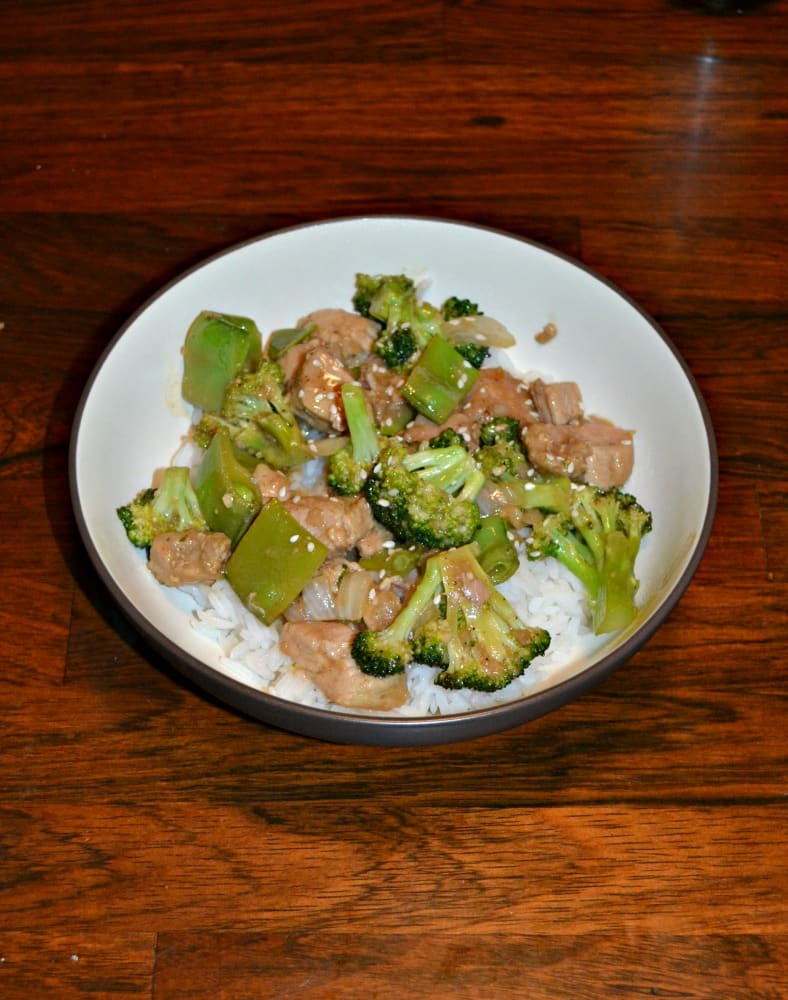 Looking for a fast and easy meal? Try this tasty Lemon Garlic Pork and Broccoli Rice Bowl!