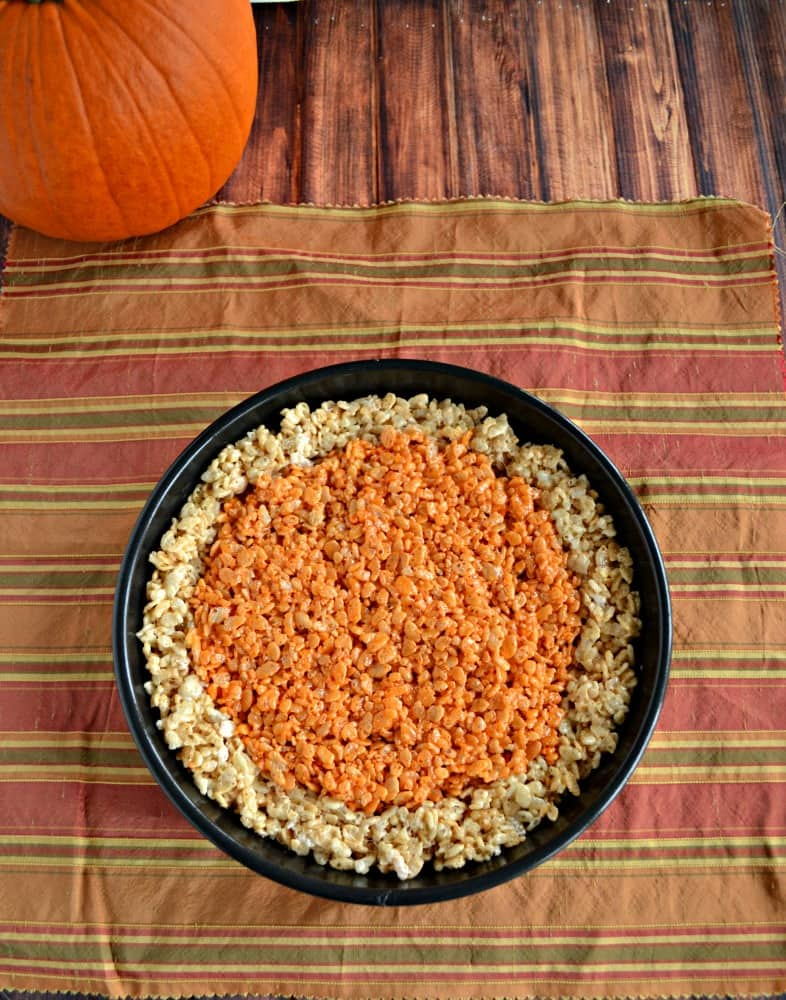 Need a quick and fun holiday dessert? Try this awesome Pumpkin Pie Rice Krispies Treat!