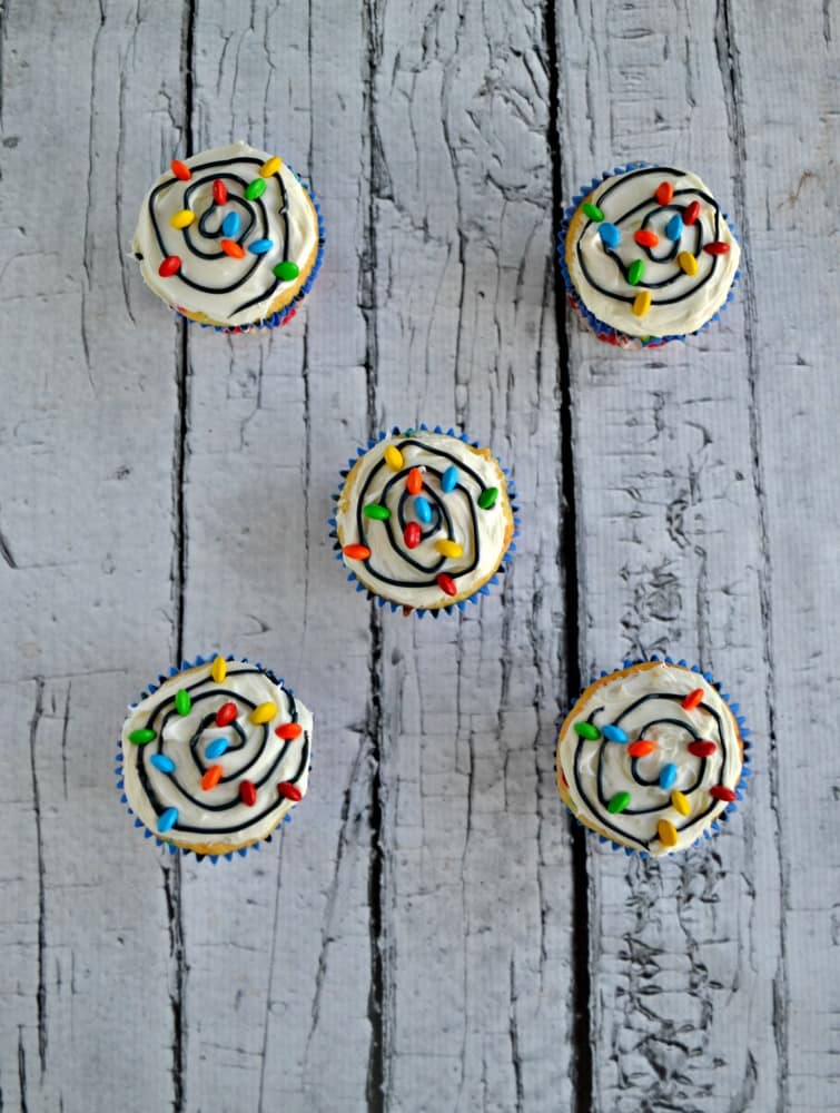 Looking for a fun and easy Christmas dessert? Try these awesome Christmas Light Cupcakes!