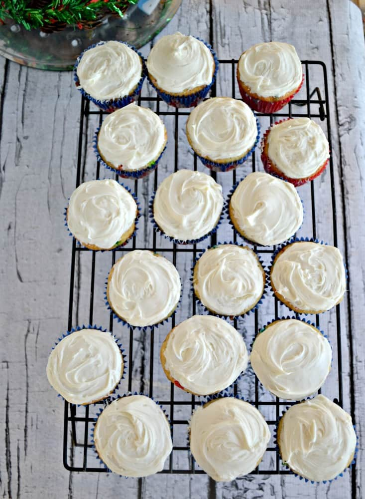 Make your own Christmas Light Cupcakes using boxed cake mix and easy decorating tips!