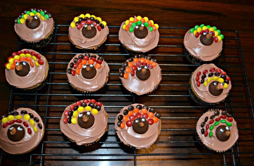 The whole family will love these adorable Turkey Cupcakes for Thanksgiving!