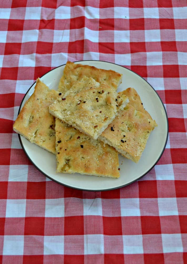 Looking for a great bread to go with dinner? Try this Italian Herb and Garlic Focaccia!