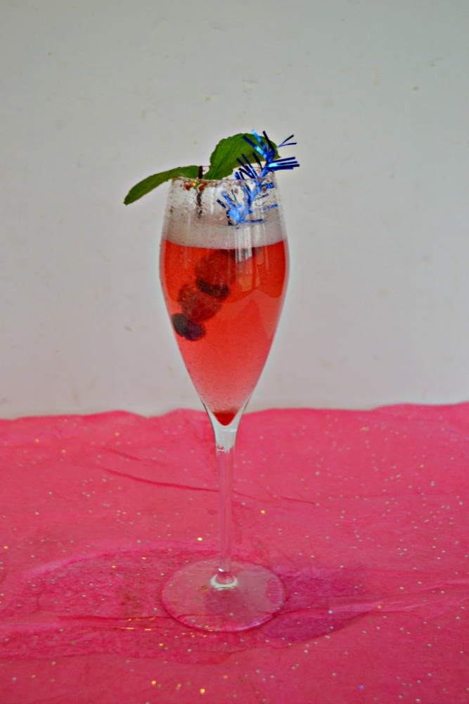 Need a summer celebration cocktail? I've got this delicious Sparkling Berry Cocktail recipe!
