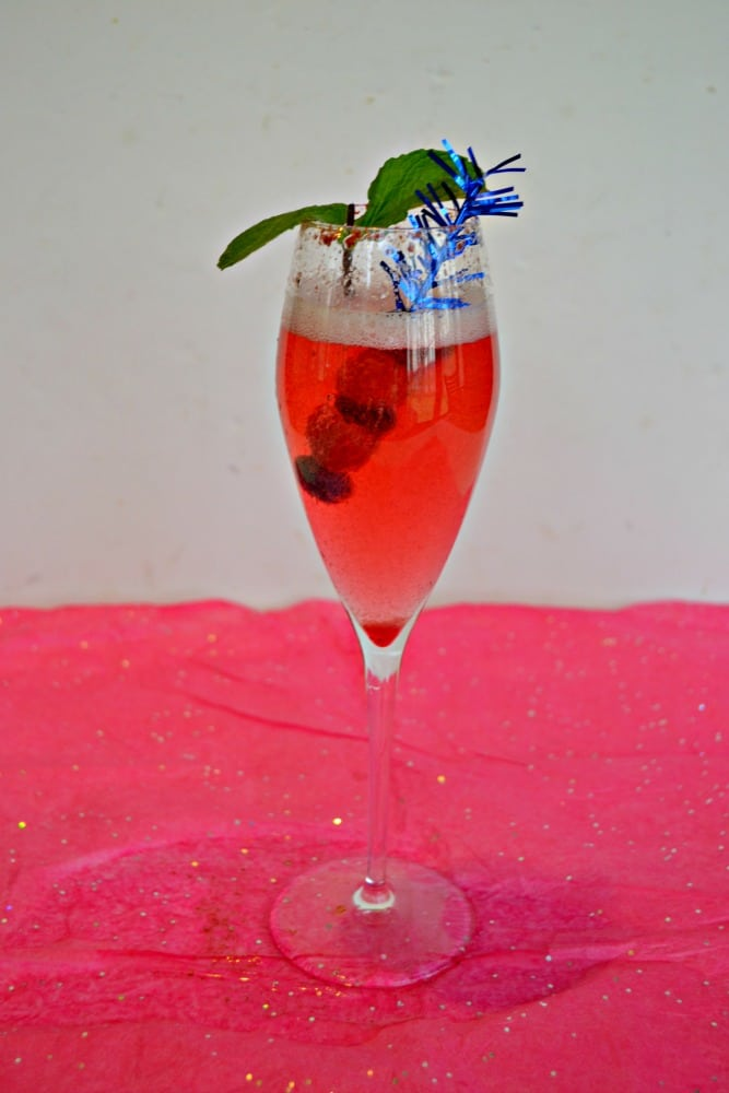 How fun is this Sparkling Berry Cocktail recipe?