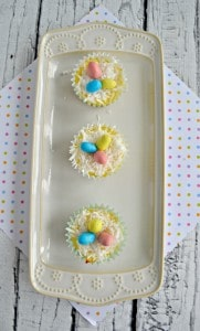 Looking for a delicious inidividual Easter dessert? Check out these Mini Easter Cheesecake Bites!