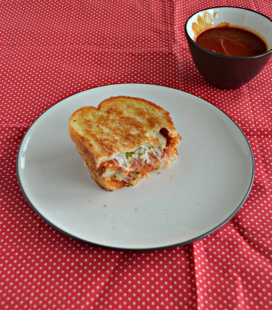 If you like pizza you'll love this Pizza Grilled Cheese Sandwich