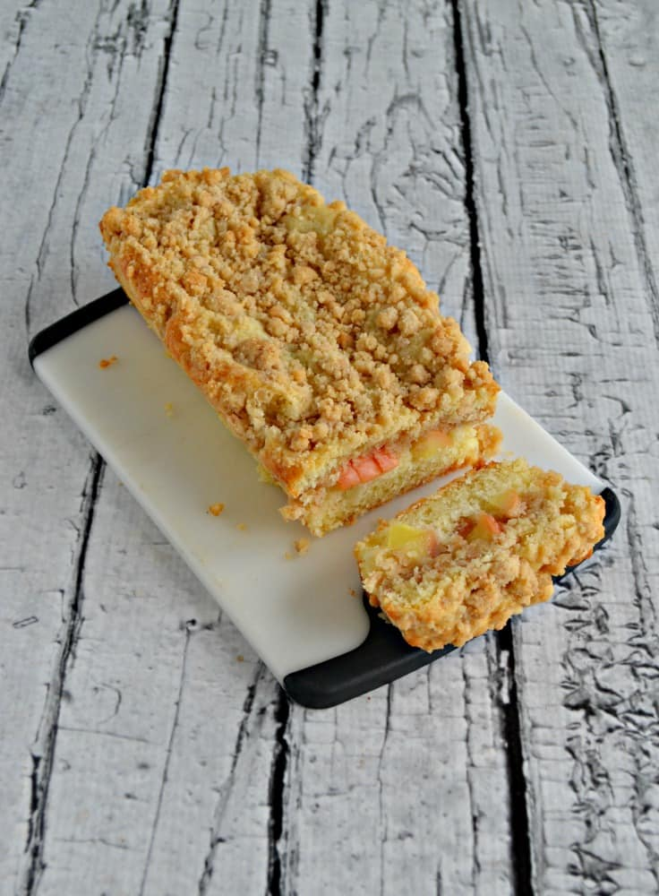 We love this sweet and spiced Apple Crumble Bread!