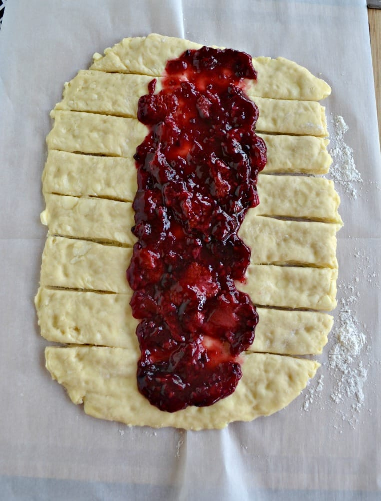 This Berry Breakfast Braid is perfect for Brunch!