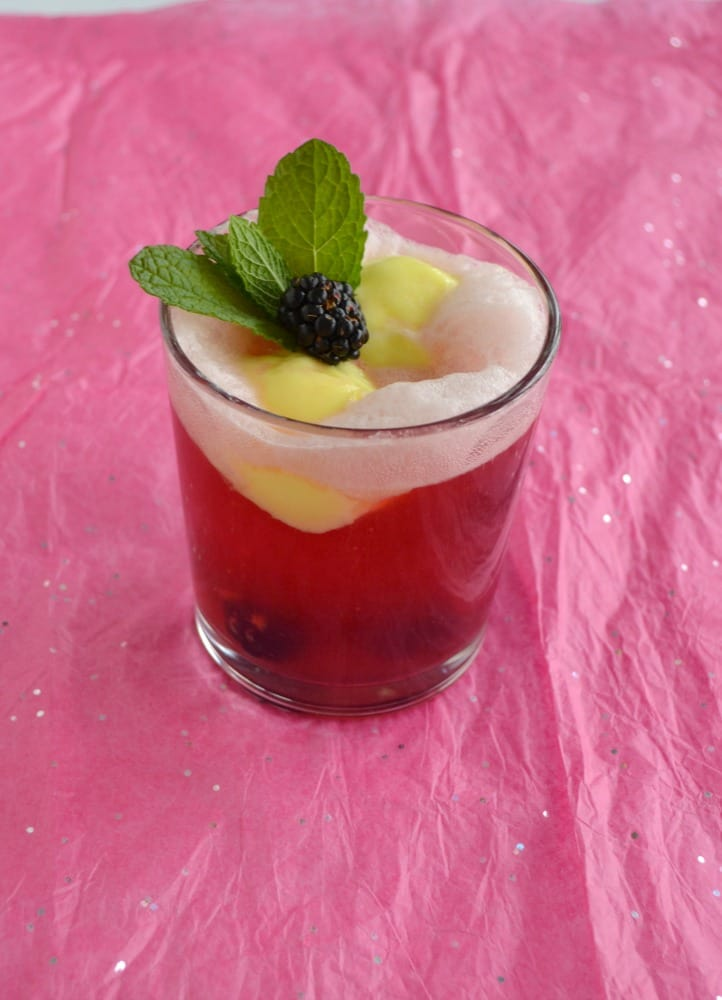 You'll know it's summer when you sip on this delicious Blackberry Lemon Cocktail Float!