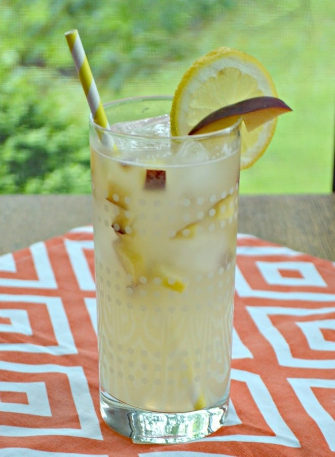 Looking for a refreshing cocktail? Try this awesome Spiked Peach Lemonade!