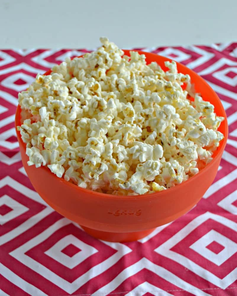 Looking for a quick and easy snack? Try this tasty Pizza Flavored Popcorn Recipe!
