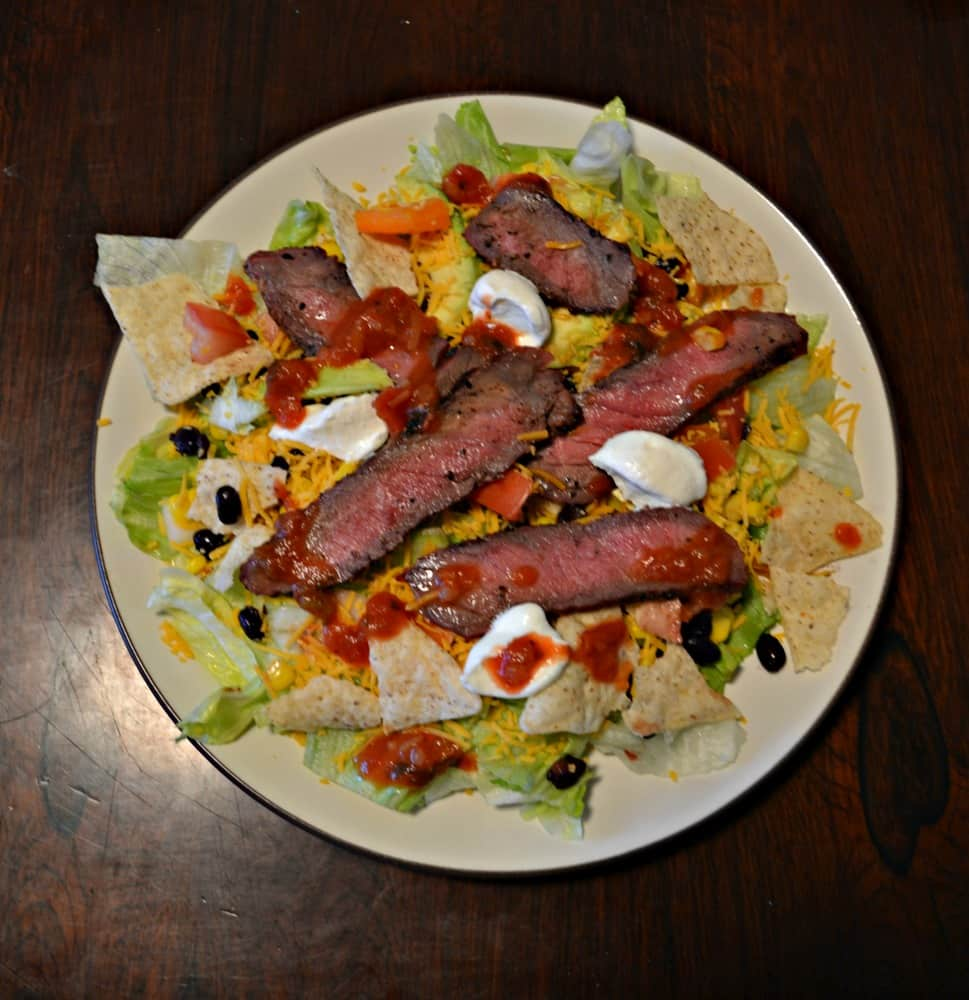 Looking for a great entree salad that's filling and delicious? Try this Southwestern Steak Salad!