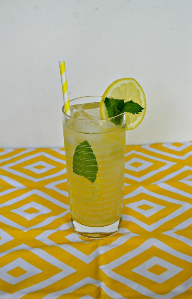 Looking for a refreshing summer beverage? Try this tasty Honey Lemon Mint Iced Tea recipe!